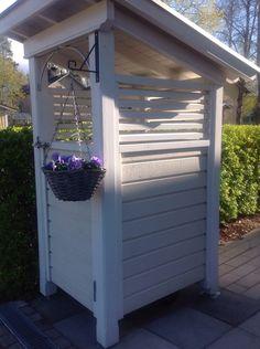 Kuvahaun tulos haulle roskakatos Outdoor Projects, Outdoor Decor, Garden Buildings, Home Organization, Gardens, Outdoor Structures, Landscape, House, Home Decor