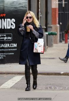 Dakota Fanning seen in Nolita in New York city http://www.icelebz.com/events/dakota_fanning_seen_in_nolita_in_new_york_city/photo3.html