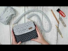 De Croche De Croche barbante De Croche com grafico De Croche de mao De Croche festa - Bolsa De Crochê Crochet Handbags, Crochet Purses, Mochila Crochet, Beginner Crochet Tutorial, Crochet Phone Cases, Crochet Backpack, Hand Knitting Yarn, Diy Crafts Crochet, Bobble Stitch
