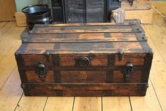 Still searching for a beautiful trunk as a coffee table Old Trunks, Vintage Trunks, Trunks And Chests, Antique Trunks, Wooden Trunks, Handyman Projects, Unique Coffee Table, Steamer Trunk, Decorating Coffee Tables