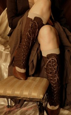 Despite the most scandalous showing of knees in this picture, it illustrates one of the many legwear options appropriate to Steampunk fashion for ladies. Observe with care the delightful lacing and charming little buckle near the shoe. Splendid!