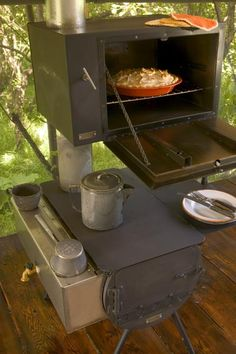 Sweet Stove and Oven! The top part is called a Salute Bakers Oven and is installed to your existing wood stove. Lehman's takes back orders, allegedly. Camping Survival, Emergency Preparedness, Survival Tips, Camping Hacks, Survival Food, Materiel Camping, Stove Oven, Rocket Stoves, Herd