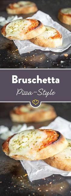Bruschetta trifft auf Pizza. Schmeckt doppelt nach Italienurlaub und doppelt lecker. Und das Beste: Der Snack ist ruckzuck zubereitet.