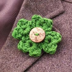 This easy to make pin is a great way to add festive green to a coat!