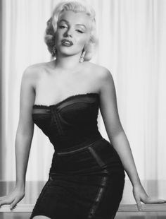Best 100 Marilyn Monroe Quotes: Marilyn Monroe is an American pop culture icon. Monroe was one of the most fascinating and marketable Hollywood actresses as well as America's most famous sex symbol. Marylin Monroe, Estilo Marilyn Monroe, Fotos Marilyn Monroe, Marilyn Monroe Style, Most Beautiful Women, Beautiful People, Absolutely Gorgeous, Joe Dimaggio, Beauty And Fashion