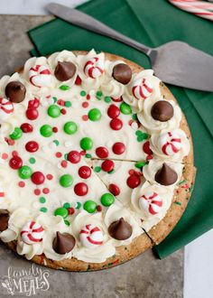 Holiday Sugar Cookie Cake Recipe - Family Fresh Meals - See Pic Holiday Cakes, Holiday Baking, Christmas Desserts, Christmas Treats, Christmas Baking, Christmas Cookies, Christmas Holidays, Cupcakes, Fudge