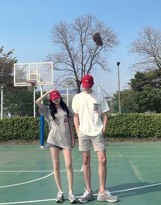 Mode Ulzzang, Korean Boys Ulzzang, Ulzzang Couple, Ulzzang Girl, Boy Best Friend Pictures, Couple Pictures, Fashion Couple, Look Fashion, Korean Couple Photoshoot