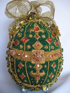 Easter Egg - have no idea what craft this exactly should be, but I'm inspired all right!