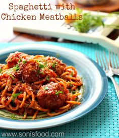 Spaghetti with Chicken Meatballs for #backtoschool lunches! #spaghetti #lunch #kids #healthy #easy #meatballs #chicken #food #recipes #cooking #sundaysupper