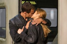 Theo James & Shailene Woodley in Divergent