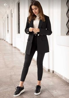 Blazer Outfits Casual, Business Casual Outfits, Professional Outfits, Cute Casual Outfits, Stylish Outfits, Black Sneakers Outfit, Casual Style Women, Black Ankle Boots Outfit, Casual Elegant Style