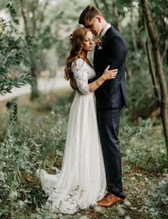 An enchanted forest wedding, surrounded by nature and green. An enchanted forest wedding, surrounded by nature and green. Wedding Poses, Wedding Couples, Wedding Dresses, Bridal Gowns, Wedding Videos, Boho Wedding Dress, Wedding Shoot, Wedding Attire, Perfect Wedding