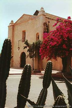 Mission San Gabriel Arcángel was modeled after a mosque and was so well-constructed that the church was one of the few mission structures to survive the massive 1812 California earthquake.