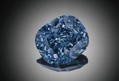 Blue Moon: il diamante blu venduto alla cifra record di oltre 40 milioni di dollari