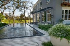 Carrie Latimer is a top landscape designer based in Cape Town. With a degree in Fine Arts and a deep love for nature, Carrie chose to channel her creative skills into Landscape Design at the young age of