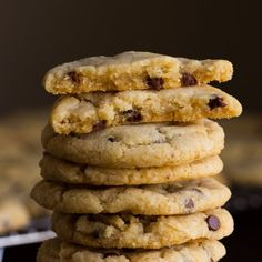 My absolutely favourite and best #vegan chocolate chip cookies. Crisp edges, chewy centre, perfect chocolate-to-cookie-ratio.