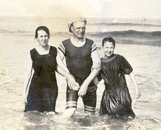 This is what a day at the beach looked like in 1915. Oh how things have changed! #Beach #AquaMentor
