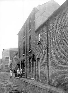 Nos 18-22, George Lane, Highfield looking towards Arley Street junction. Court Nos 3 and 5 at rear of these properties