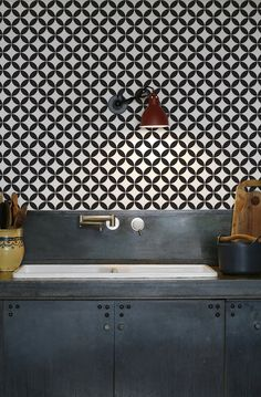 kitchenwalls_wallpaper_backsplash_circle black white industrial kitchen