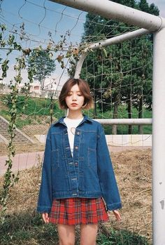 Plaid skirt and overzised denim jacket Korean Fashion Kpop, Ulzzang Fashion, Korea Fashion, Korean Outfits, Asian Fashion, Fashion Beauty, Girl Fashion, Fashion Looks, Fashion Outfits