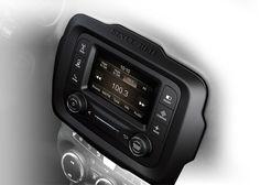 Uconnect® Radio 5.0 5インチタッチパネルモニター