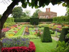 flower+gardens+of+the+world | Hampton Court London England Hampton Court Palace and Gardens