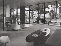 Case Study House #9 / Entenza House, 1950 Pacific Palisades, CA / Eames & Saarinen, architects © Julius Schulman