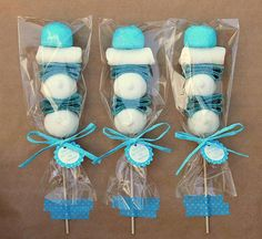 Puedes usar brochetas de dulces para darlas como souvenirs u obsequios en fiestas, para tener un detalle especial con alguien o para usars. Frozen Birthday Party, Frozen Party, Birthday Parties, Frozen Candy Table, Baby Shower Parties, Baby Shower Themes, Baby Boy Shower, Bonbons Baby Shower, Candy Kabobs