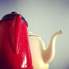 #two #buddies #pot #detail #red #ecru #emalia