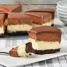 Cheesecake and Chocolate Mousse, delicious! Sweet Desserts, Sweet Recipes, Delicious Desserts, Yummy Food, Cheesecake Recipes, Dessert Recipes, Chocolate Mousse Cheesecake, Mousse Cake, Chocolate Sin Gluten
