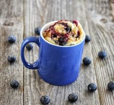 If you've got a waffle maker, a microwave and a mug you can turn into a pretty incredible home cook in your own dorm room with these delicious recipes. Omelette Fromage, Muffin In A Mug, Streusel Topping, Casserole Dishes, Delicious Desserts, Mug Recipes, Brunch Recipes, Cake Recipes, Breakfast Recipes