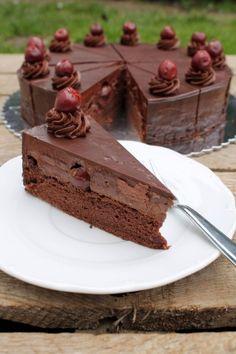 Lúdláb torta - Nassolda Dobos Torte Recipe, Torte Cake, Paleo Dessert, Fun Desserts, Dessert Recipes, Baking Recipes, Cookie Recipes, Hungarian Cake, Food Platters