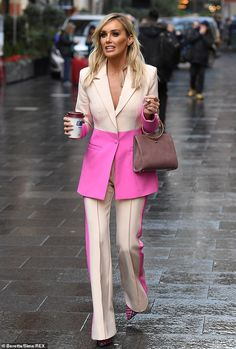 Details: Paying tribute to her Scottish heritage, she wore a pair of contrasting tartan pi. Classy Outfits, Chic Outfits, Trendy Outfits, Fashion Outfits, Suit Fashion, Look Fashion, Womens Fashion, Fashion Design, High Fashion