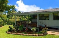 VRBO.com #30295 - North Shore Cottage Rental - Beautiful Tropical Surroundings!