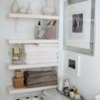 Glass Shelves Over Toilet Closet Shelves, Kitchen Shelves, Glass Shelves, Wall Shelves, Floating Shelves, Bathroom Shelf Decor, Bathroom Organization, Bathroom Ideas, Jugo Natural