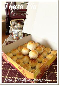 Tambun Biscuits or Tausa Pia or Mung Bean Pastry (淡文饼 / 豆沙饼) - Guai Shu Shu Dough Ingredients, Singapore Food, Mung Bean, Asian Desserts, Biscuit Cookies, Crust Recipe, Filipino Recipes, Bean Recipes, Tray Bakes