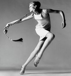 Veruschka, dress by Kimberly, New York, January Richard Avedon (May 1923 - October was an American photographer. Avedon capitalized on his early success in fashion photography and expanded into the realm of fine art. Photo by Richard Avedon. Martin Munkacsi, High Fashion Photography, Street Photography, Photography Poses, Movement Photography, Aerial Photography, Editorial Photography, Photography Accessories, Photography Basics