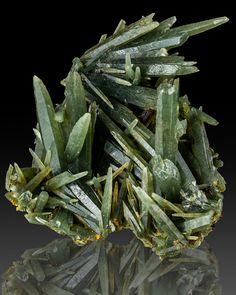 Sharp Terminated Green PRASE QUARTZ Crystals Serifos Island Greece