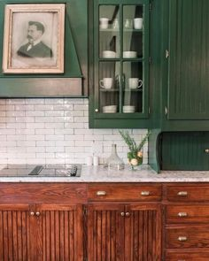 Mythical Solutions To Dark Green Kitchen Cabinets Paint Colors Subway Tiles Revealed 54 Dark Green Kitchen, Green Kitchen Cabinets, New Kitchen, Kitchen Decor, Wood Cabinets, 1940s Kitchen, Kitchen Rustic, Modern Cabinets, Kitchen Ideas