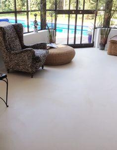 Pavimento in resina vista piscina