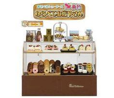 Megahouse-Miniature-Cake-Display-Cabinet