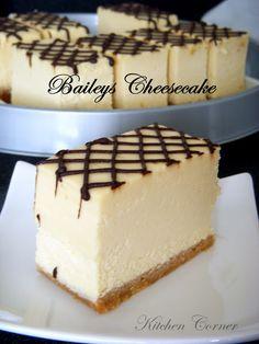 Kitchen Corner: Baileys Cheesecake--already got the best baileys cheese cake buttt this one looks pwettty. Baileys Cheesecake, Cheesecake Recipes, Dessert Recipes, Just Desserts, Delicious Desserts, Yummy Food, Food Cakes, Cupcake Cakes, Cupcakes