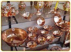 artesania chilena en cobre - Google Search Copper Pots, Copper Kitchen, Baking Utensils, Kitchen Essentials, Kitchen Decor, Kitchen Ideas, French Vintage, Kitchenware, Punch Bowls