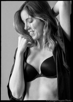 Joanie en noir et blanc - Georges Paquin Photo Boudoir, Bikinis, Swimwear, Bra, Portrait, Fashion, Black N White, Photography, Bathing Suits