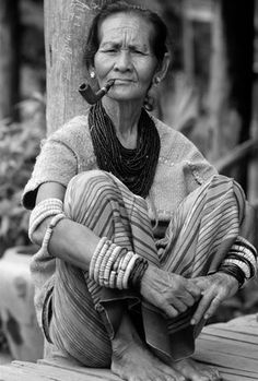 Thailand | Karen (aka Kayin) woman.  The Karen live primarily in southern and southeastern Myanmar (Burma) as well as on the Thai-Burmese border |  © Luca Tettoni