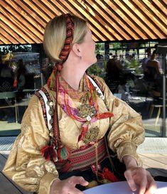Min beltestakk 17. mai 2017. Brodert lerretsliv, silkeskorte og kvale i smøyg. Hår vippet med brikkevevd bånd. Bolesølje, fantastisk gammel slangesølje med to typer lauv, hornring, maler og klokkekjede. Headdress, Norway, Scandinavian, Ethnic, Sari, Culture, Hair Styles, Beauty, Beautiful