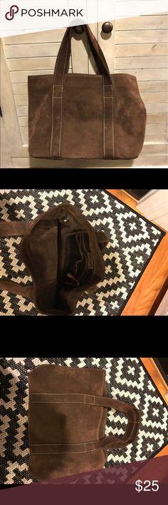 Banana Republic brown suede bag Banana Republic brown suede bag. Very good condition, barely used. One interior pocket. Roomy bag. Banana Republic Bags Shoulder Bags
