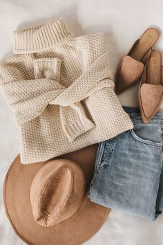 Cozy is calling and the Sage the Label Feel It All Around Beige Knit Turtleneck Sweater is here to answer! Chunky knit turtleneck sweater with a boxy bodice. Outfit Chic, Outfit Jeans, Loafers Outfit, Felt Hat Outfit, Jumper Outfit, Look Fashion, Fashion Outfits, Womens Fashion, Flat Lay Fashion