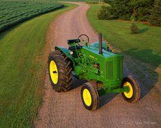 Vállalkozása mezőgazdasági munkájához szeretne gépet vagy traktort vásárolni? Legyen traktor, kombájn, vetőgép, palánta...Igényei alapján bármely mezőgazdasági eszközt, gépet megtalál a www.krimzon.eu oldalunkon! #mezőgazdaság #traktor #palánta #zöldség #gyümölcs #krimzon www.krimzon.eu Old John Deere Tractors, Jd Tractors, Antique Tractors, Vintage Tractors, John Deere Equipment, Tractor Pulling, Classic Tractor, Mean Green, Summer Nights