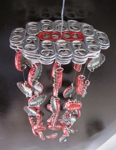 Red Soda Themed Coca Cola Bottle Cap Wind Chime by DabblingHabits Pop Top Crafts, Can Tab Crafts, Soda Can Crafts, Aluminum Can Crafts, Aluminum Cans, Bottle Cap Projects, Bottle Cap Crafts, Coca Cola, Carillons Diy